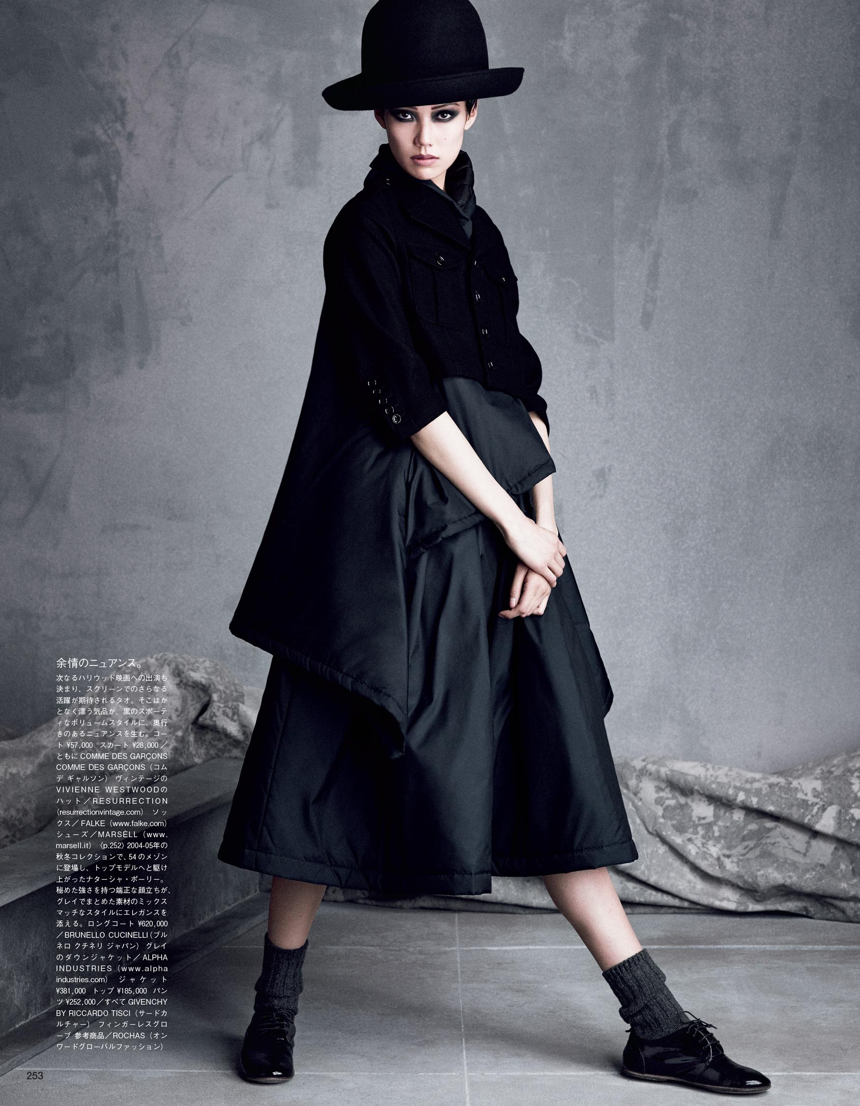 Giovanna-Battaglia-The-Icons-Of-Perfections-Vogue-Japan-15th-Anniversary-Issue-Luigi-Iango-V181_253_200-15.jpg