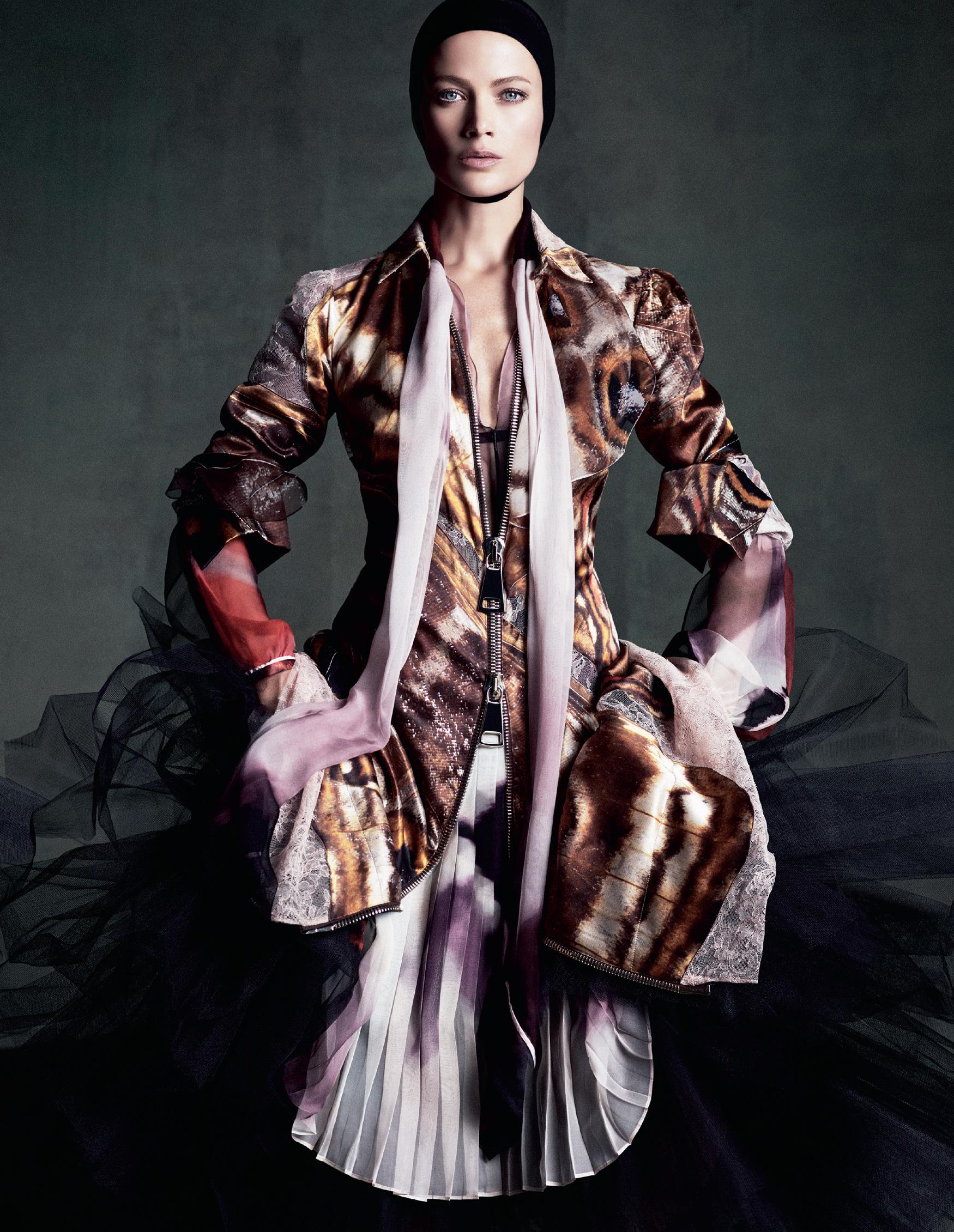 Giovanna-Battaglia-The-Icons-Of-Perfections-Vogue-Japan-15th-Anniversary-Issue-Luigi-Iango-V181_255_200-13.jpg