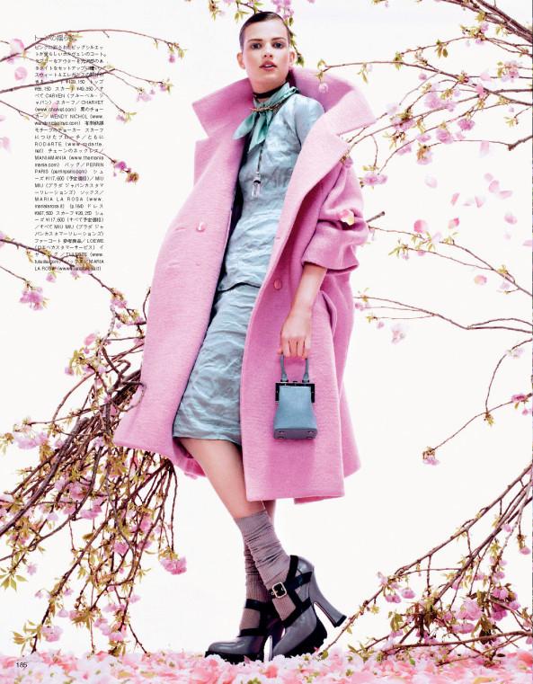 Giovanna-Battaglia-4-Posing-In-Pink-Vogue-Japan-Sharif-Hamza.jpg