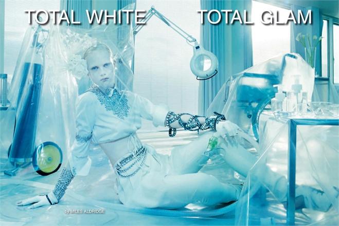 Giovanna-Battaglia-1-Total-White-Vogue-Gioiello-Miles-Aldridge.jpg