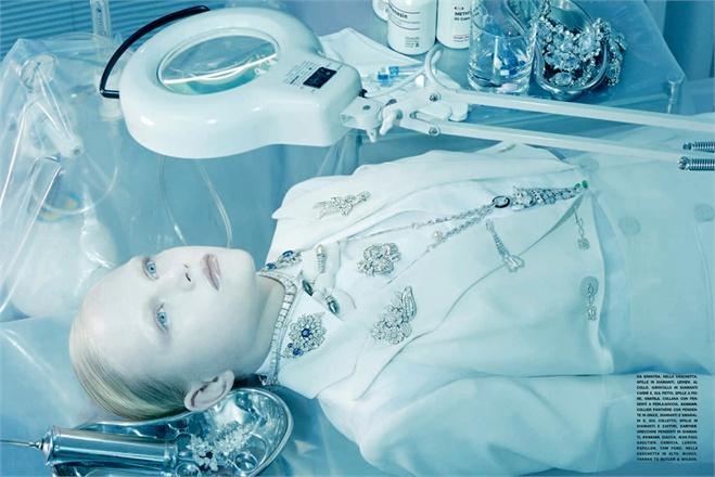 Giovanna-Battaglia-4-Total-White-Vogue-Gioiello-Miles-Aldridge.jpg