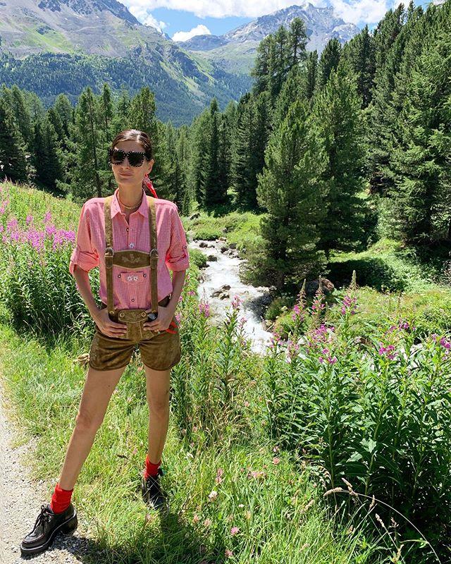 Lederhosen but make it fashion . Whit  some  @louisvuitton shoes #lederhosen #mountain_gio