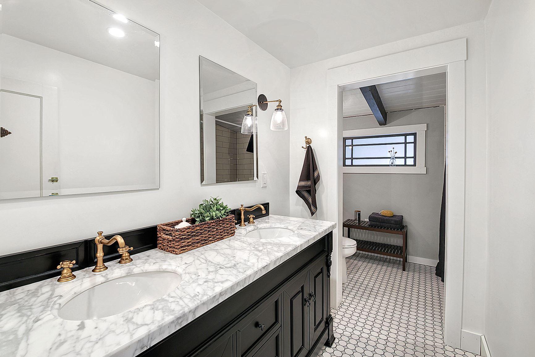 southern_bathroom.JPG