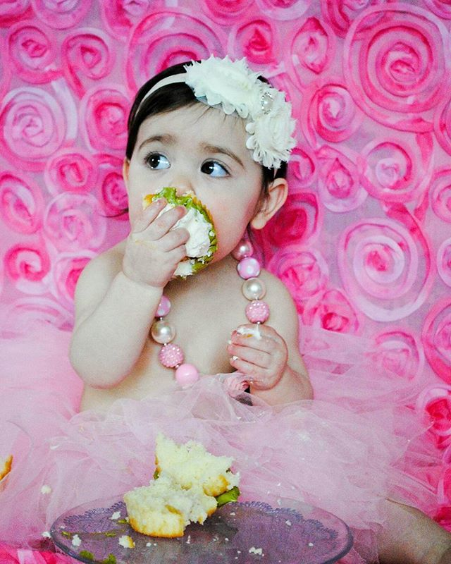 Have your cake and eat it too 🎂 #SmashCakePhotography #SmashCake #Cute #Cutie #Photography #SeattlePhotographer #Babies #BabyPhotography #BirthdayGirl #FirstBirthday