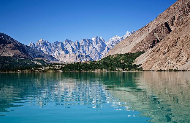 2-attabad-lake1.jpg
