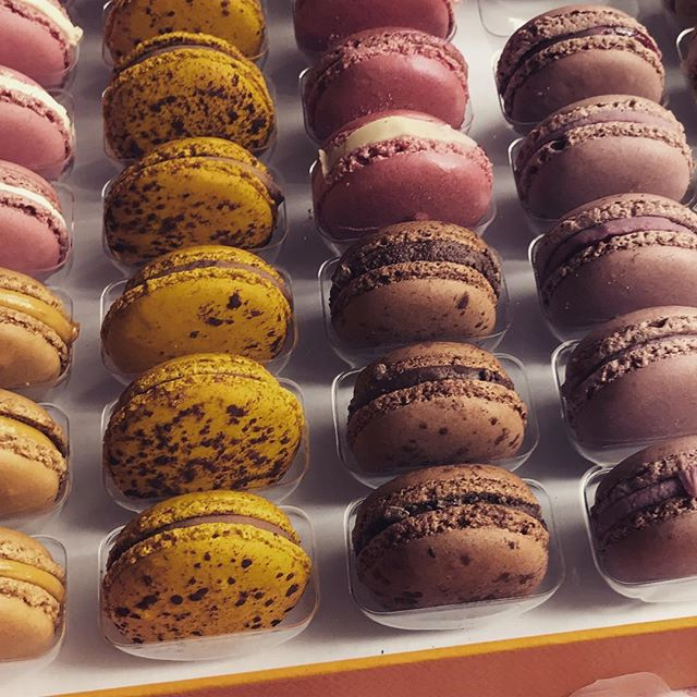 Little pleasures for Friday night. Yummy 😋 #macarons #pierreherme #instagood #friday #instafood #patisserie #yummy #deliciousfood #delicious #colorful #goodfood #good #artdevivre #summer #happy #instalikes #cool #summervibes #summertime #instamoment #goodvibes