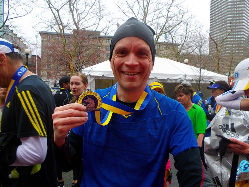 MarkSutcliffe completes 2015 Boston Marathon-800px.jpg