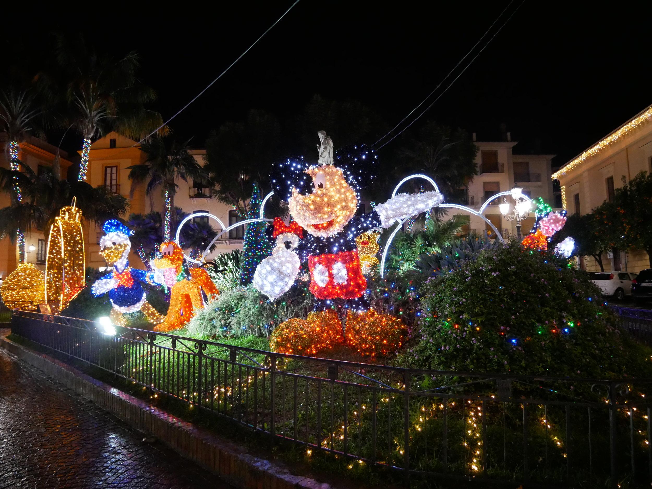 Piazza Sant'Antonio Christmas lights.jpg