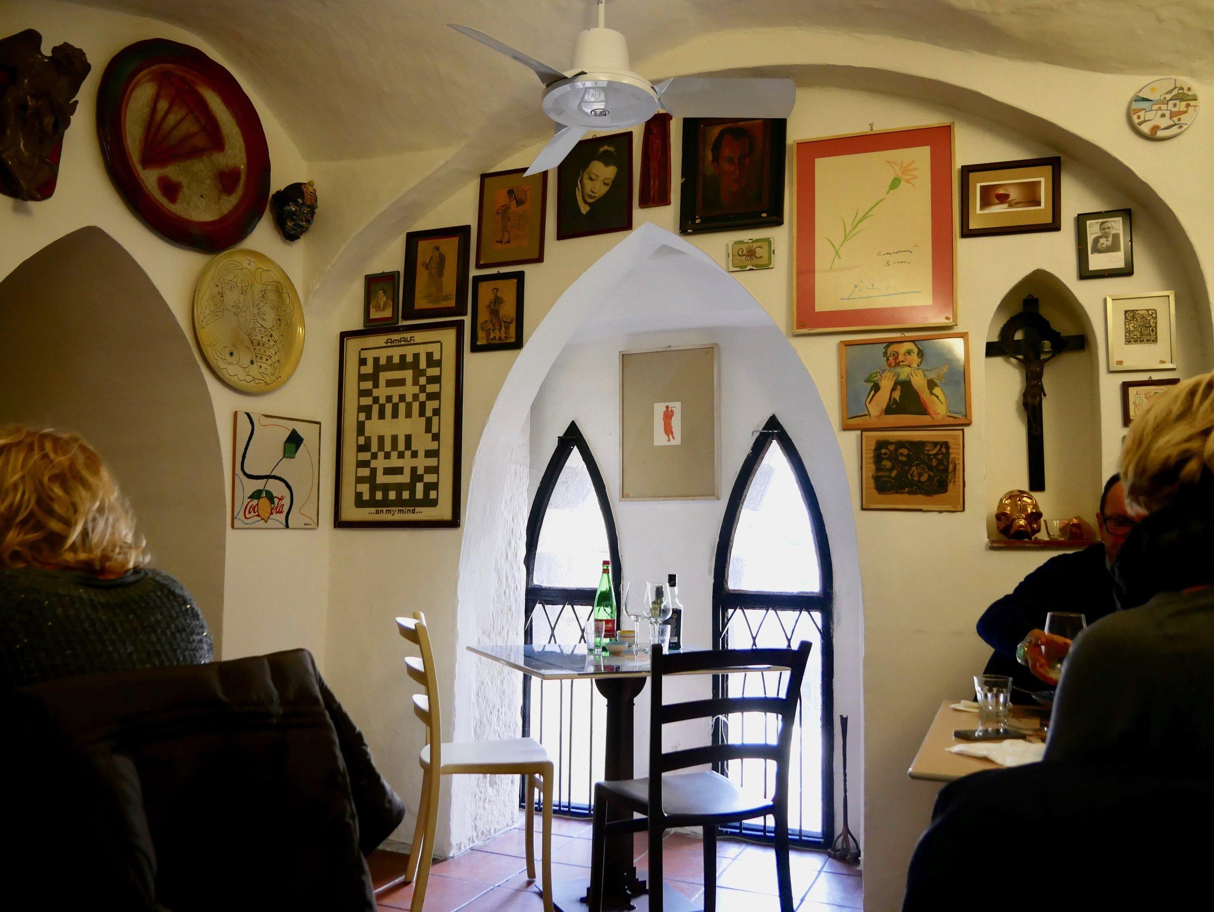 Taverna degli Apostoli interior.jpg
