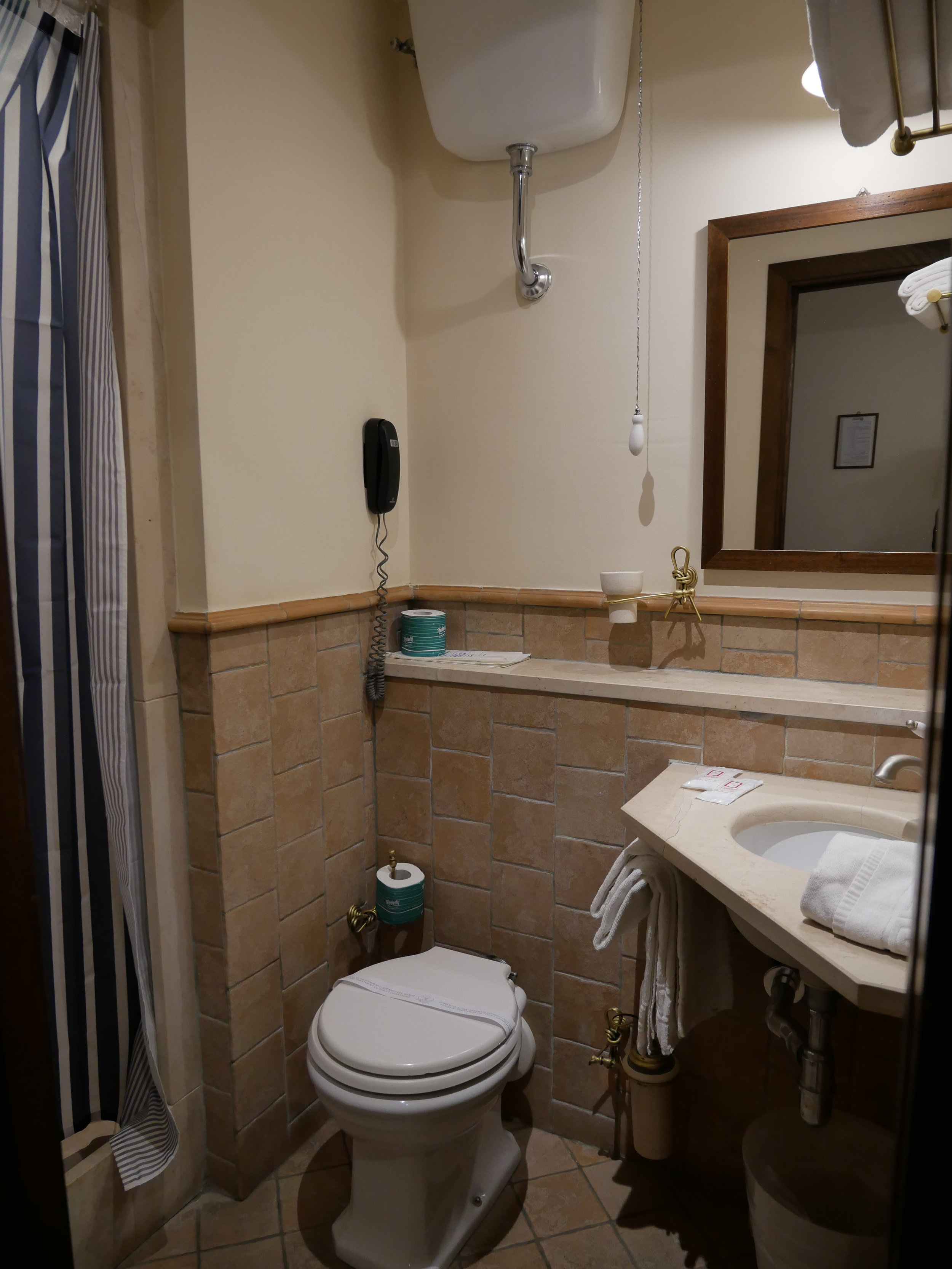 Il Convento Hotel Naples bathroom.jpg