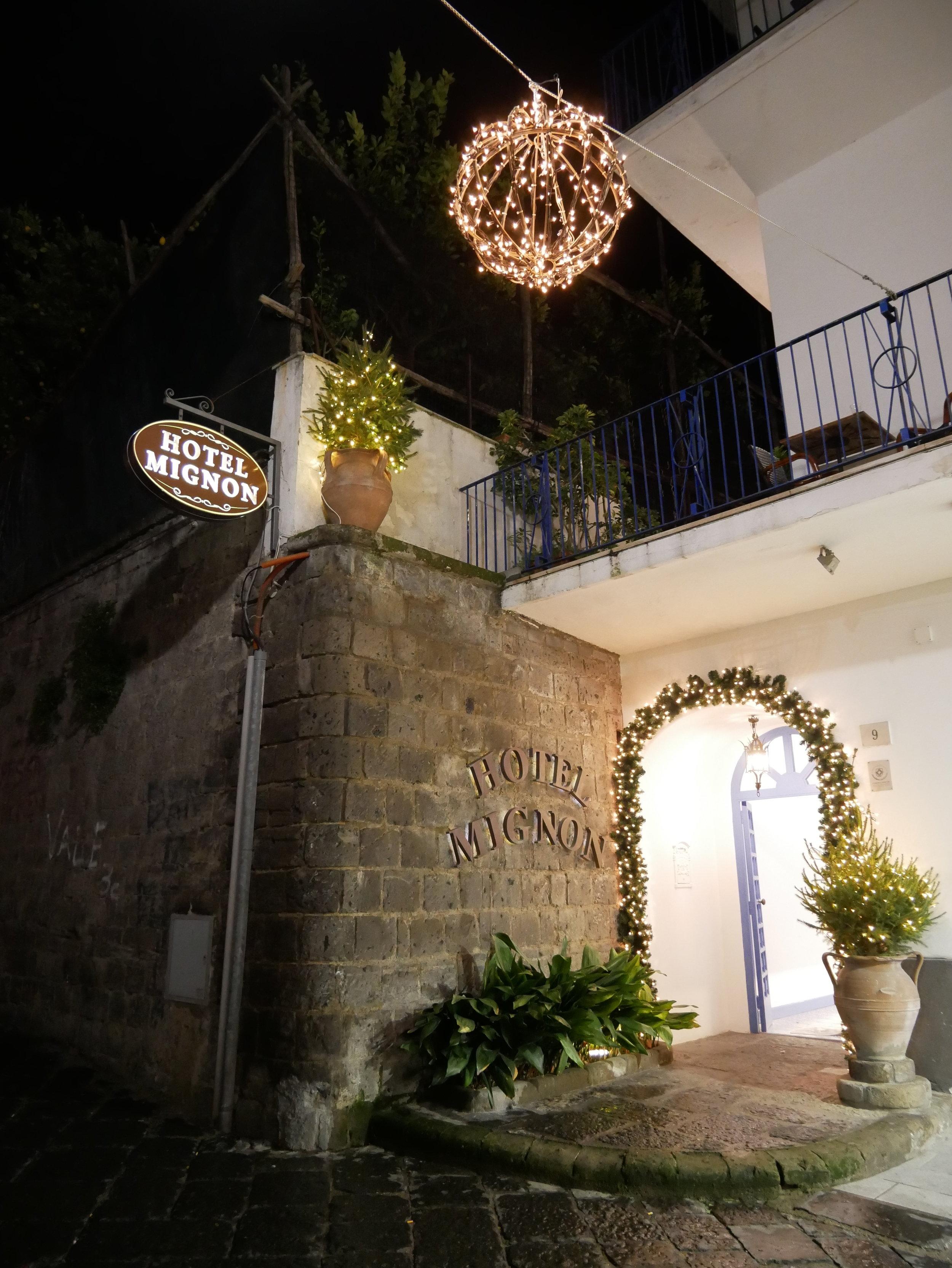 Hotel Mignon Sorrento exterior.jpg