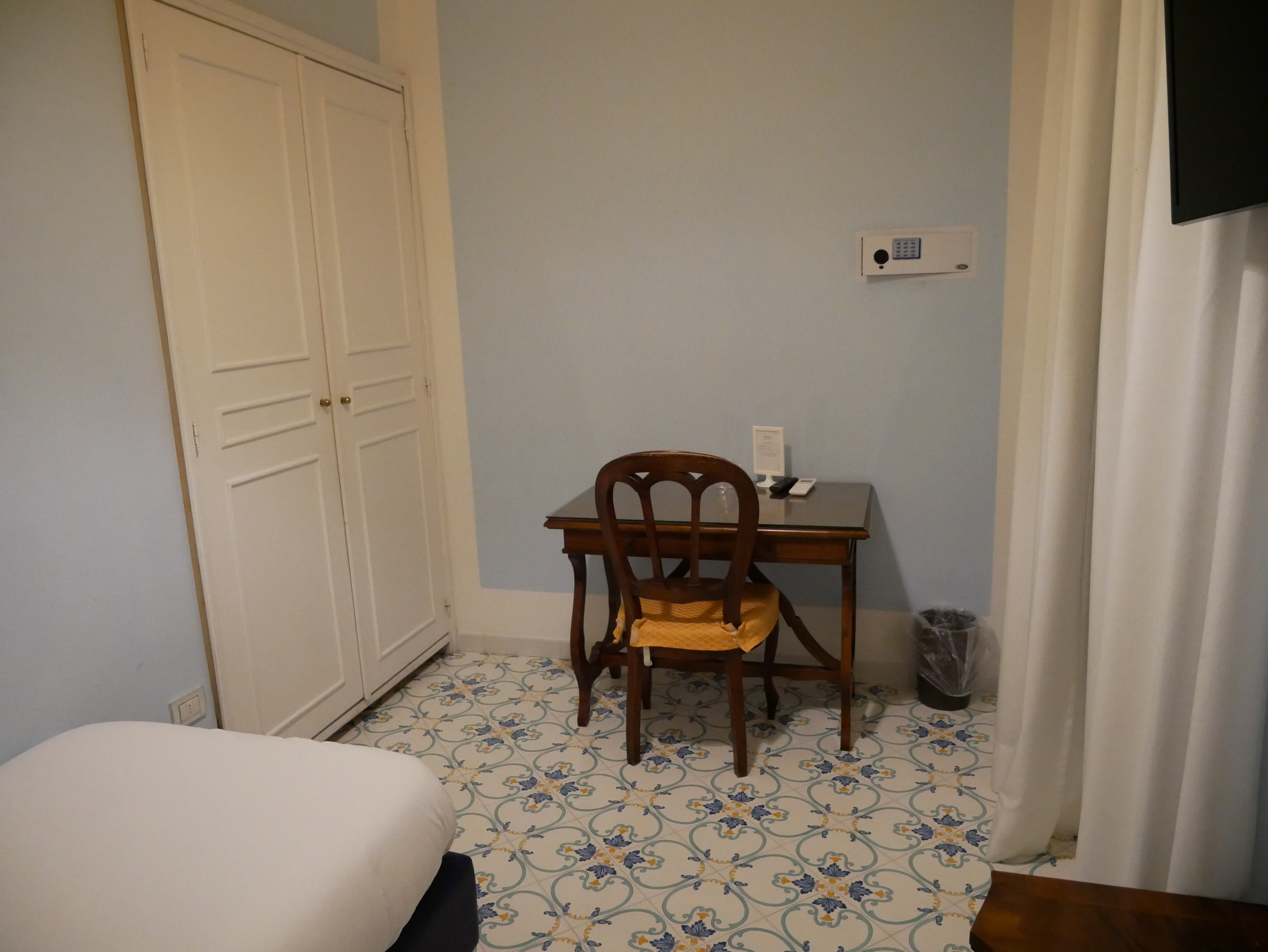 Hotel Mignon Sorrento single room 1.jpg