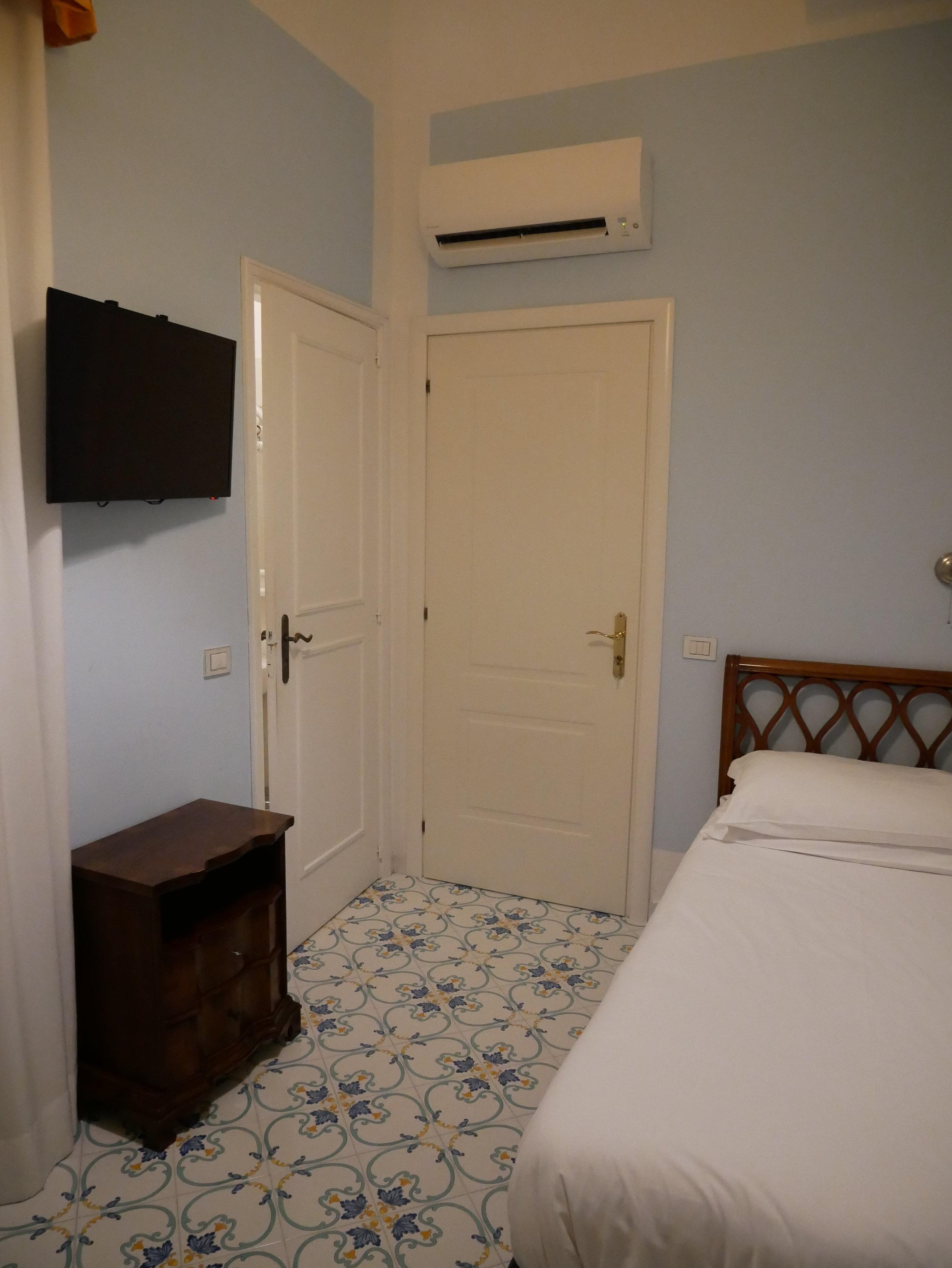 Hotel Mignon Sorrento single room 2.jpg
