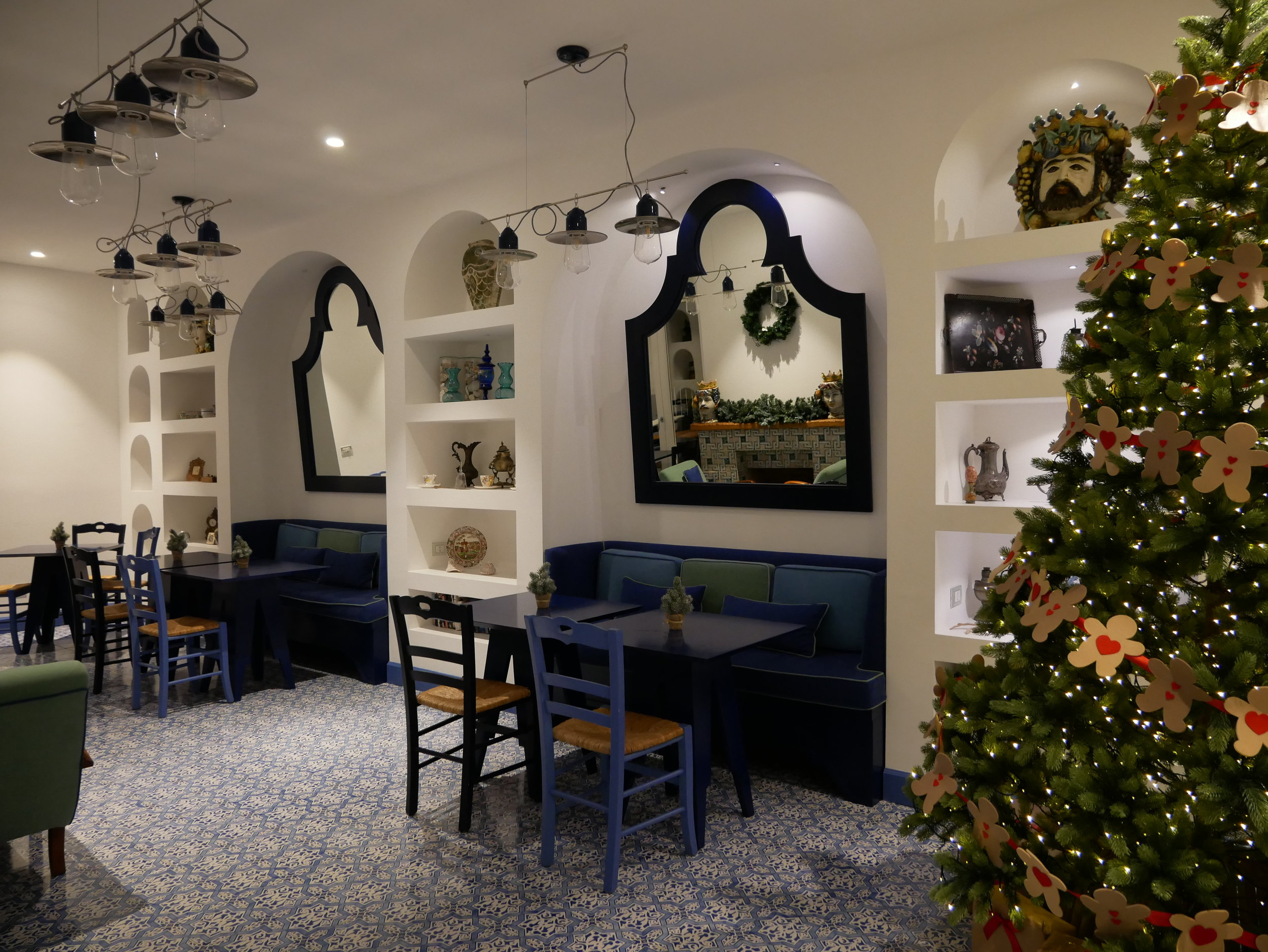 Hotel Mignon Sorrento breakfast room.jpg