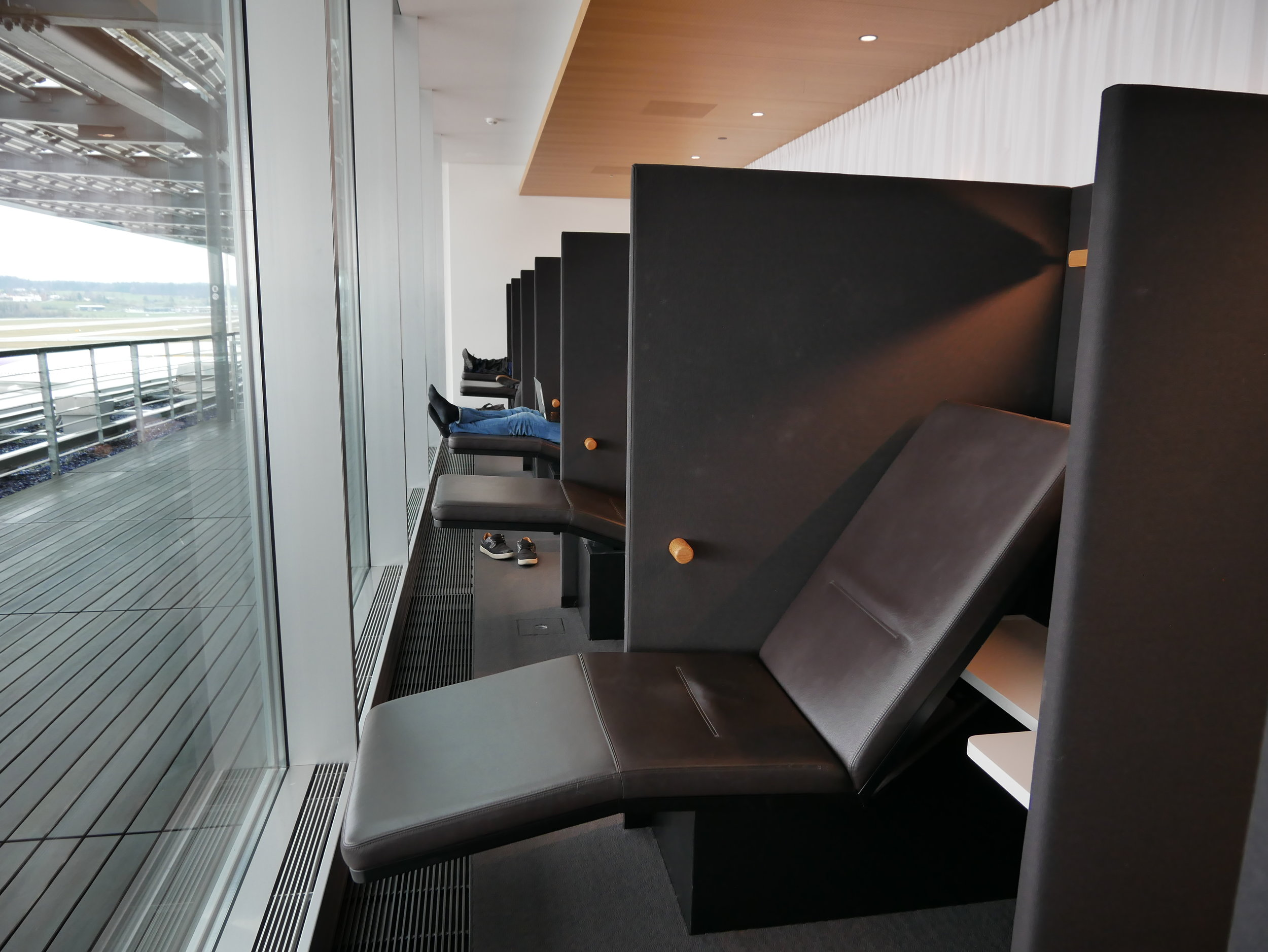 ZRH Senator Lounge E Gates rest area