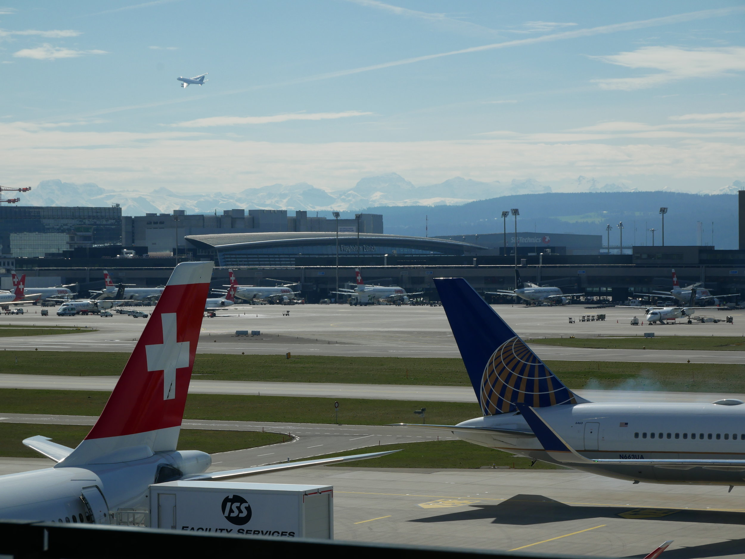 ZRH Senator Lounge E Gates views 1