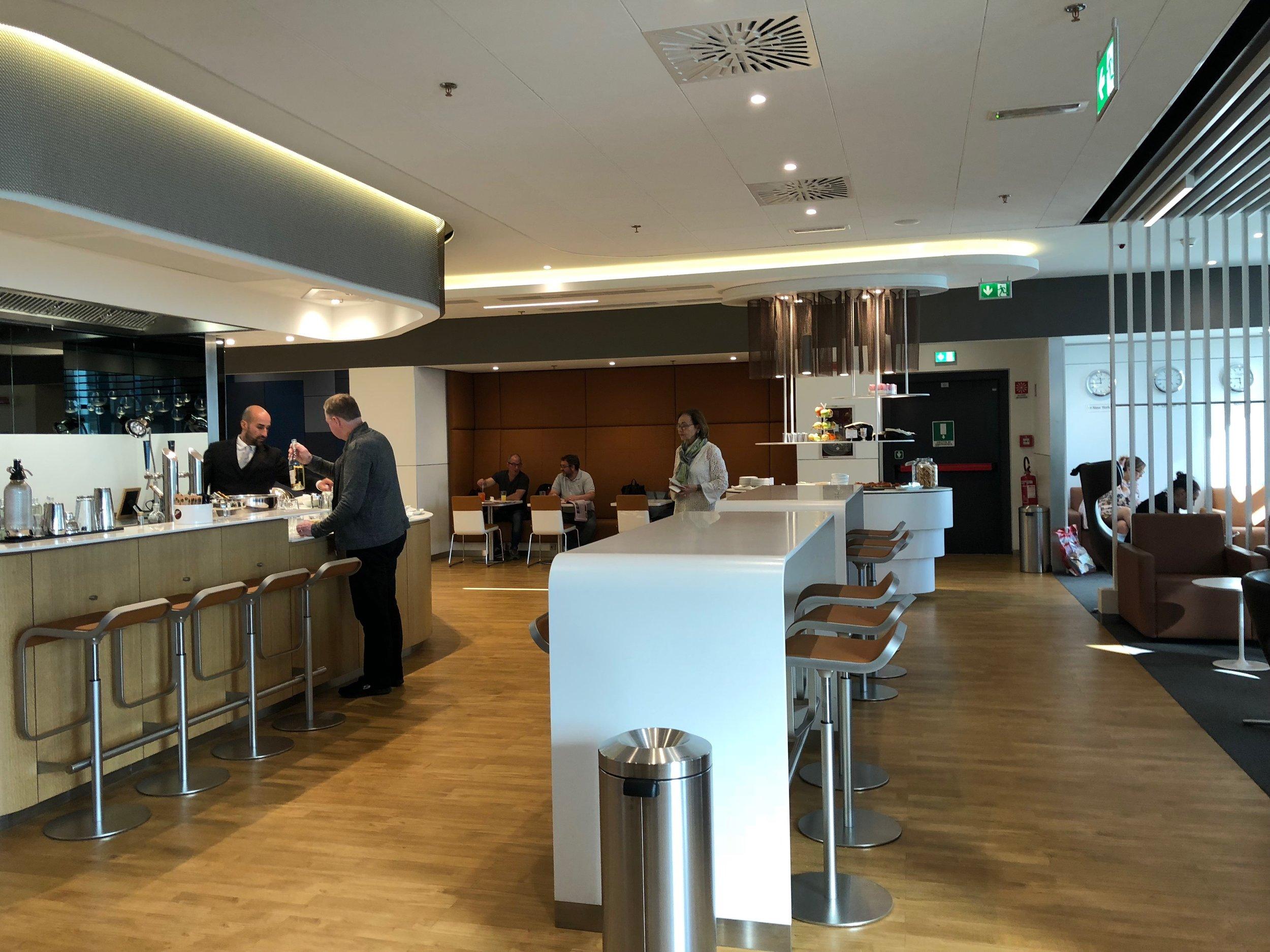 Milan Lufthansa Lounge bar area