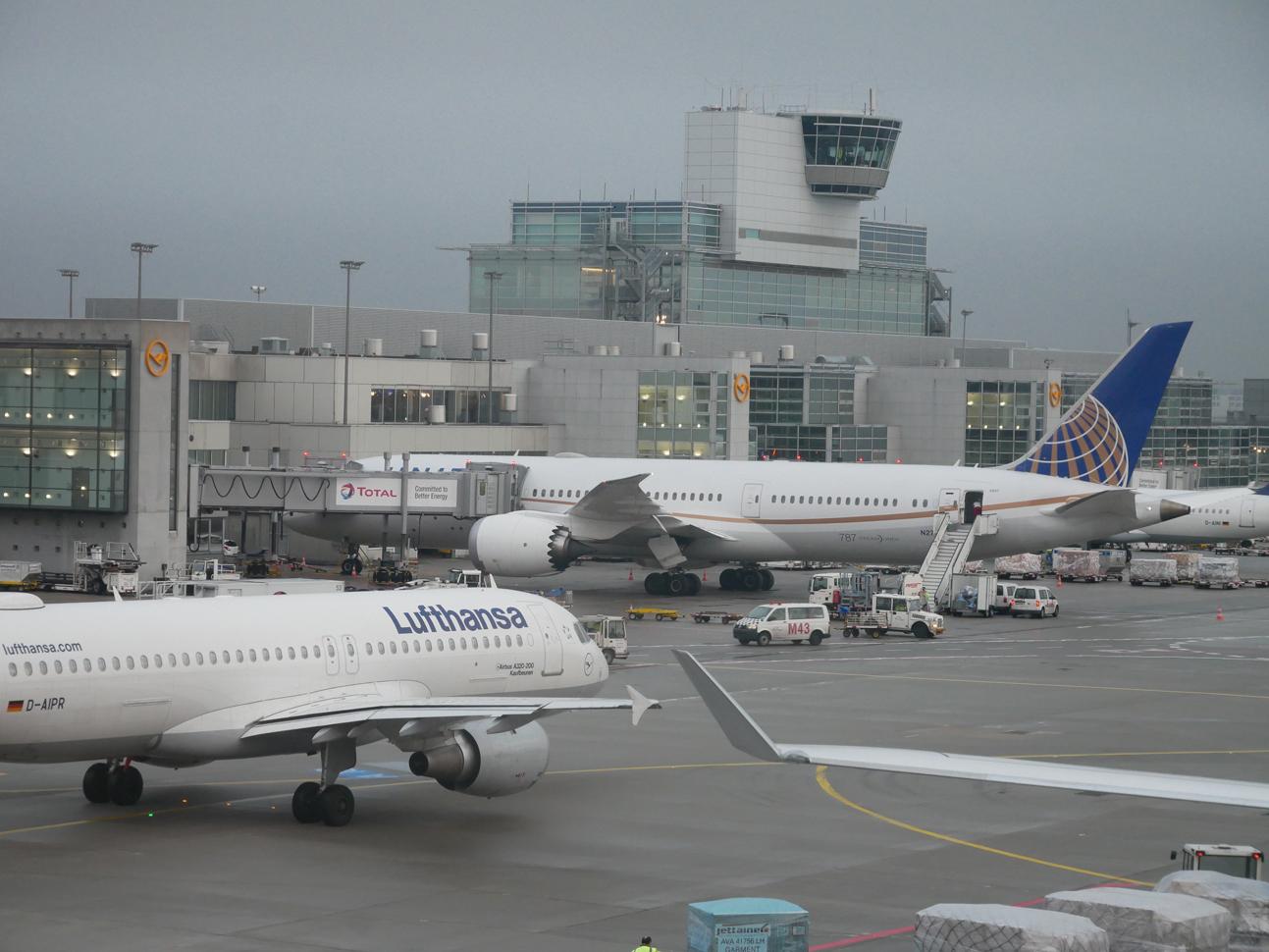 Planes at FRA.jpg