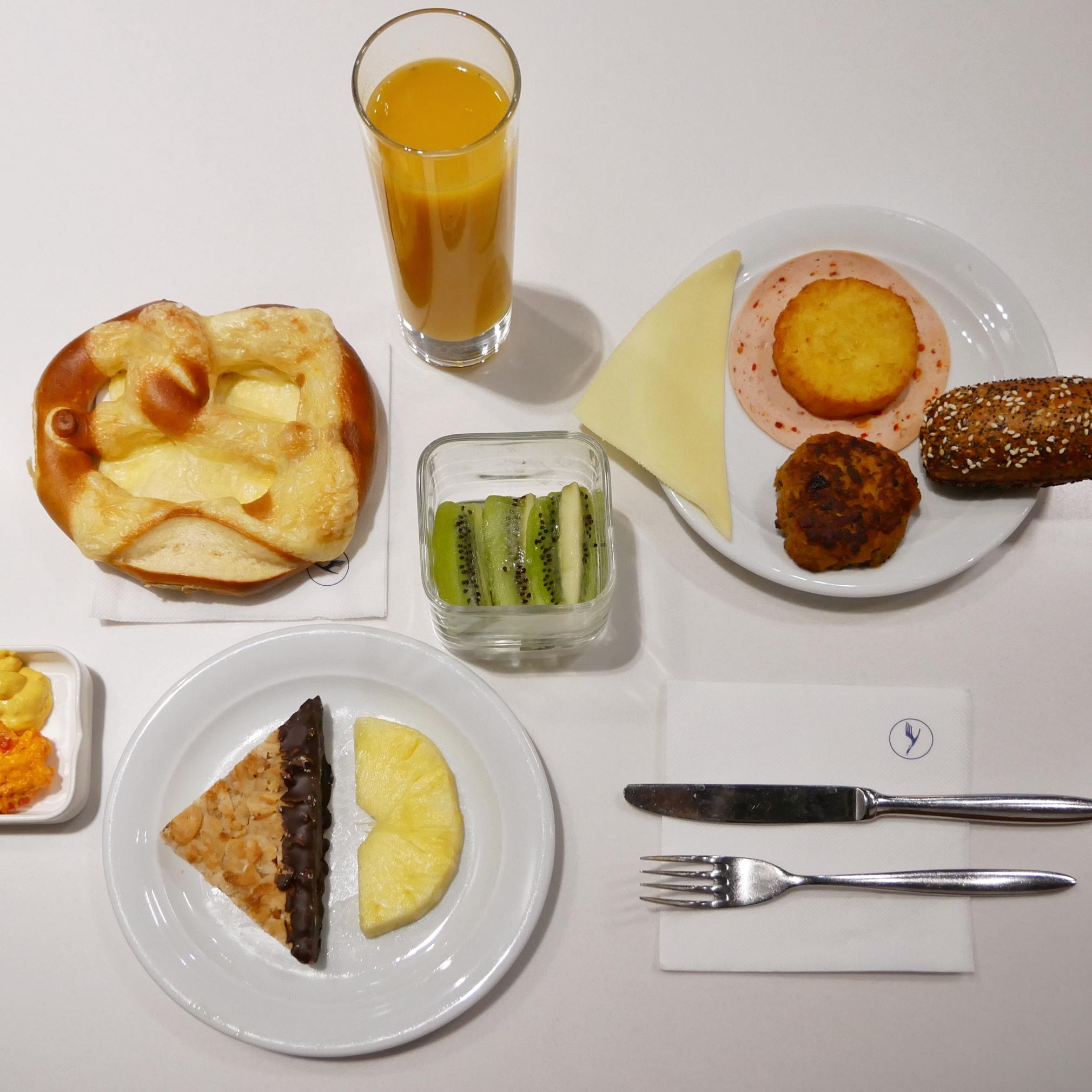 LH Senator Lounge breakfast.jpg