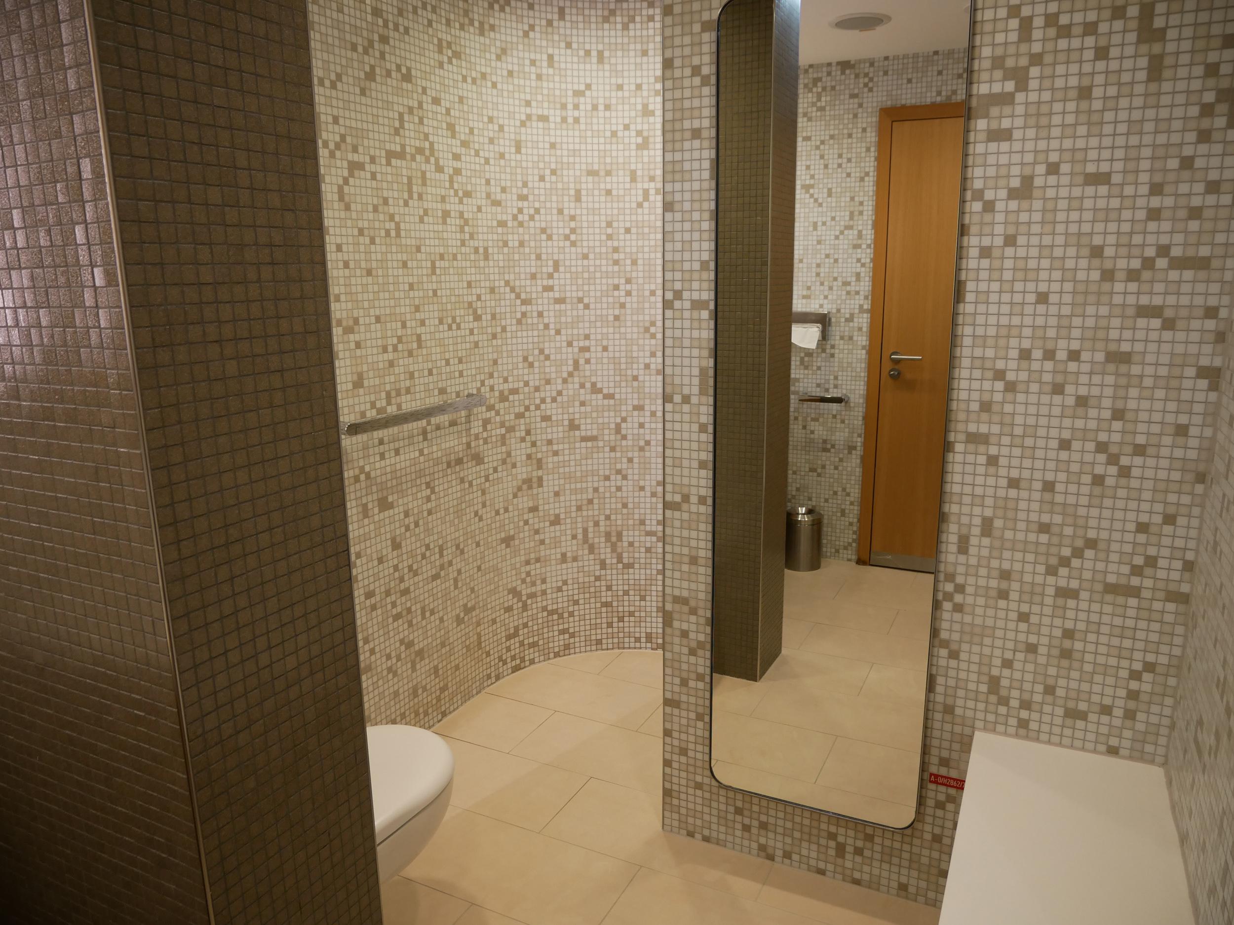 LH Senator Lounge shower.jpg