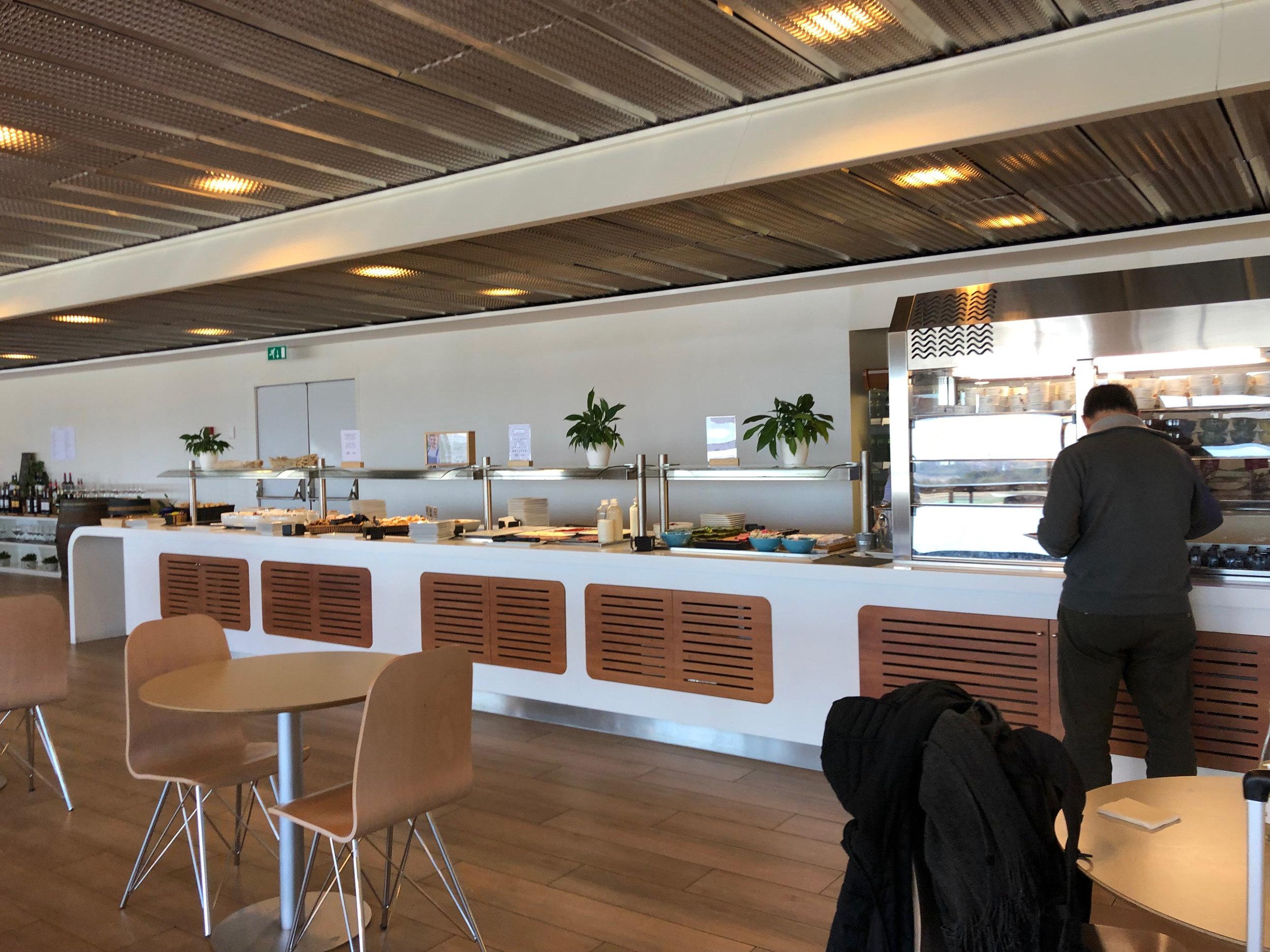 Madrid Lounge 2.jpg