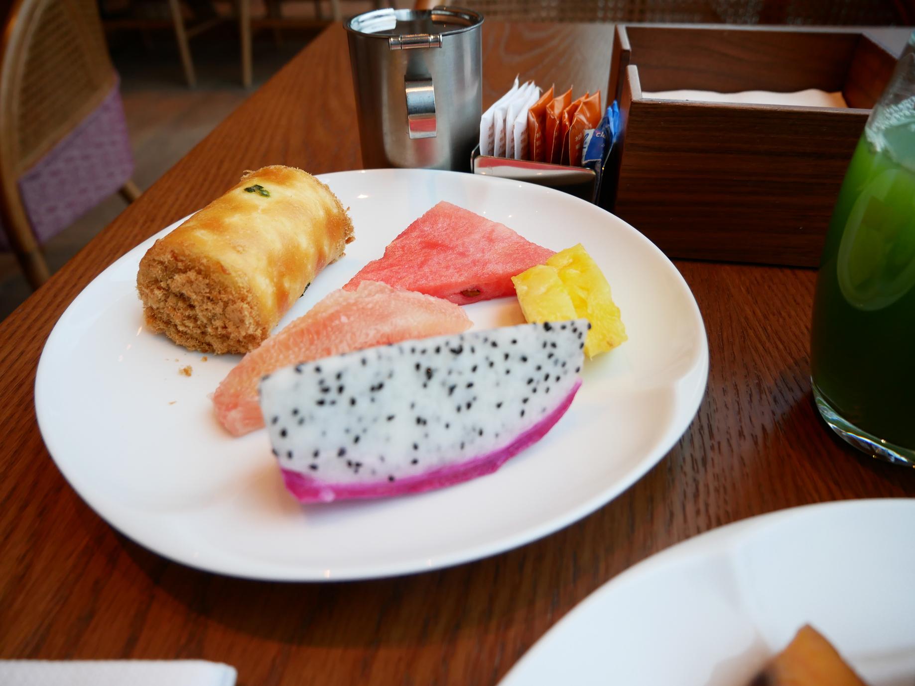 Xian Grand Hyatt breakfast fruit.jpg