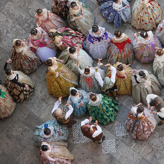 👀Birds eye view of Fallas, dancing in the street #tbt . . . . . #valenciafallas #fallas #fallas2019 #falleros #falleras #valenciaspain #unescointangibleculturalheritage #bbctravel #cnntravel #cntraveller #travelandleisure #torresdequart #dancinginthestreet