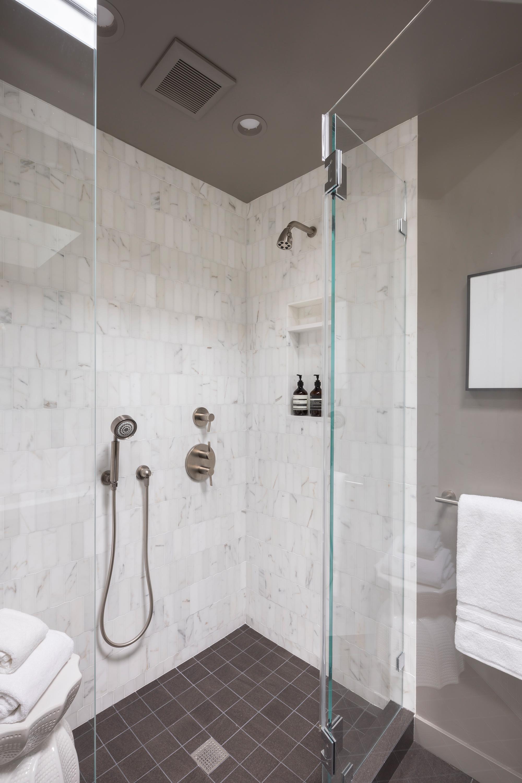 L2_Master_Bath_Shower_0116.jpg