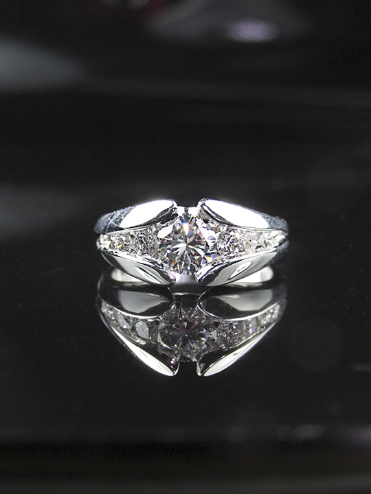 modern_engagement_ring_redford_jewelers.jpg