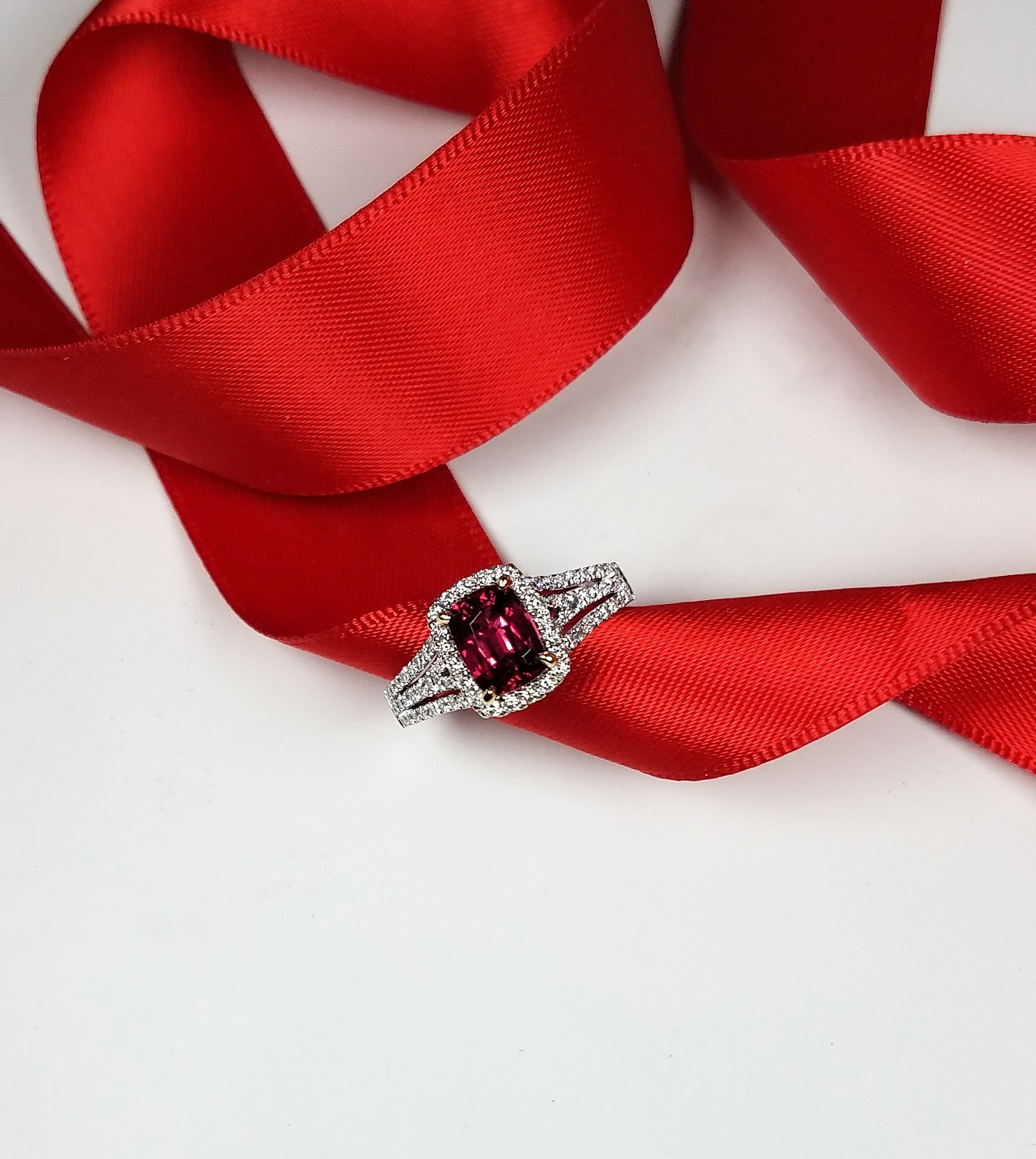 Red_spinel_ring_redford_jewelers_holiday_2018.jpg