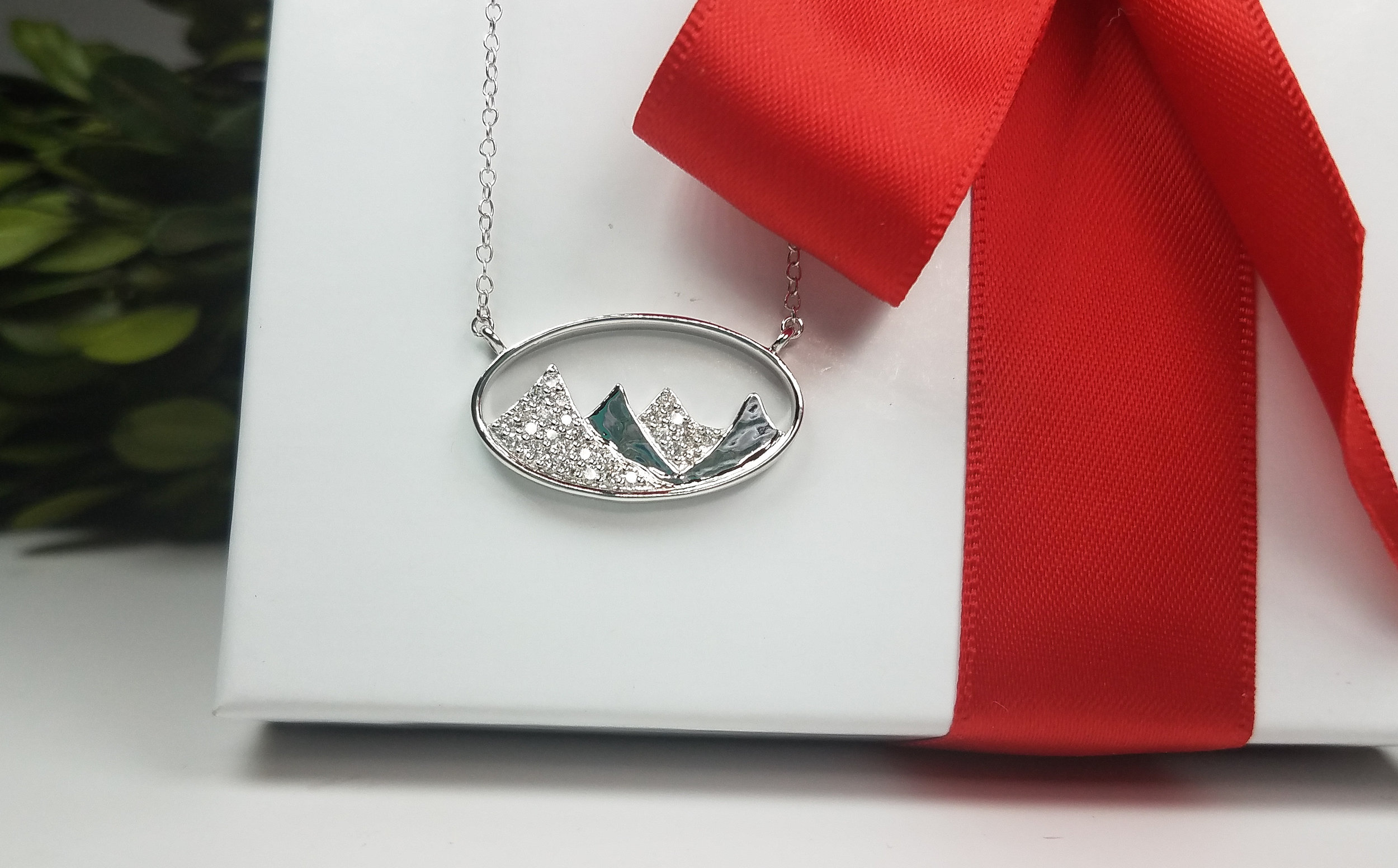 oval_mountain_necklace_redford_jewelers_holiday_2018.jpeg