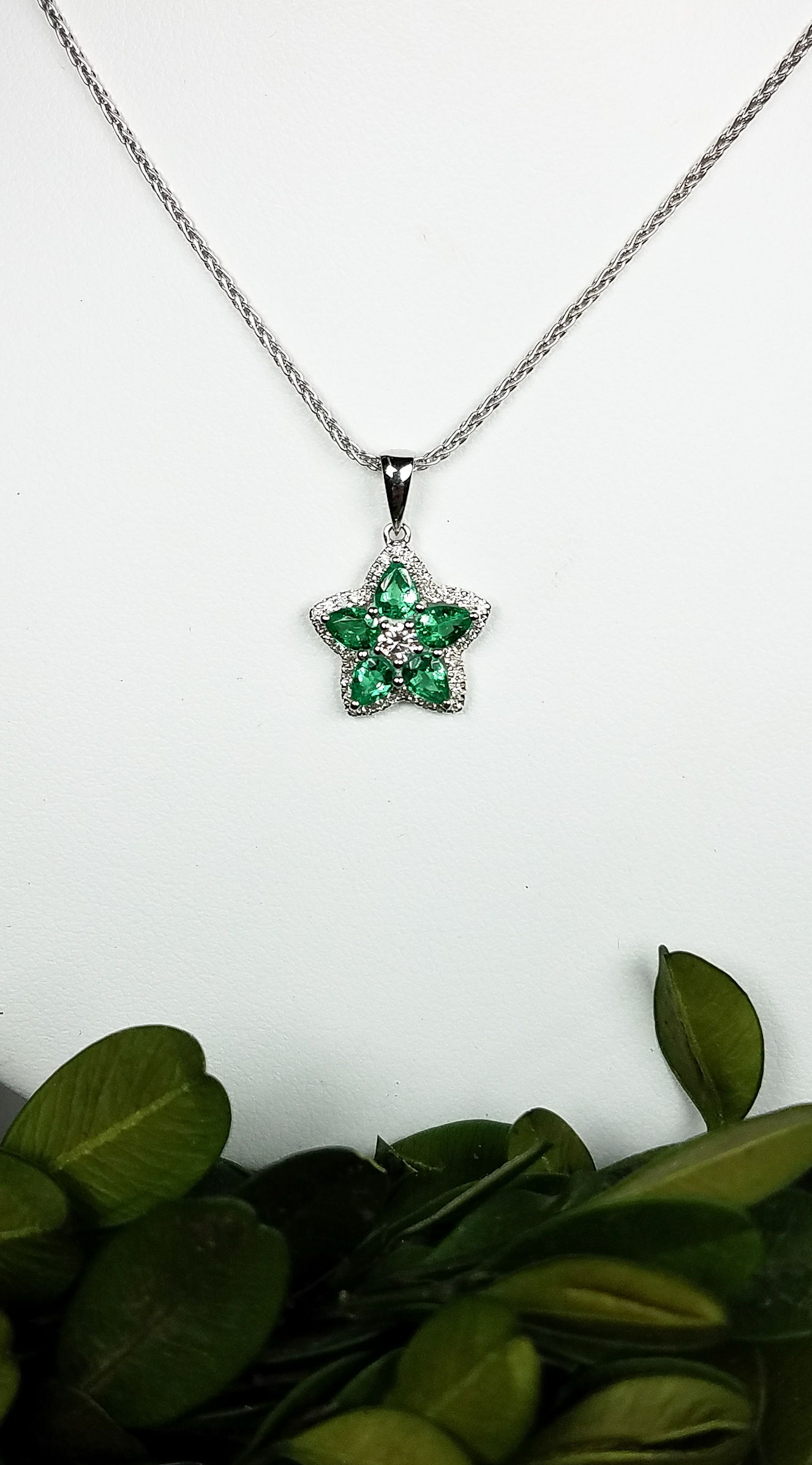 emerald_star_pendant_redford_jewelers_holiday_2018.jpeg