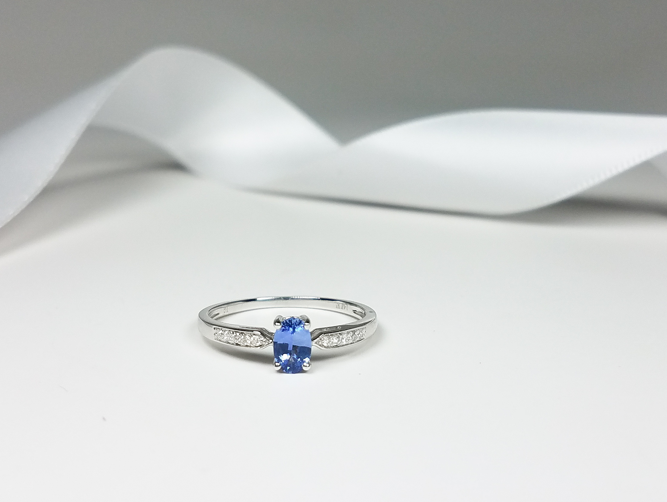 small_oval_sapphire_ring_redford_jewelers_holiday_2018.jpeg