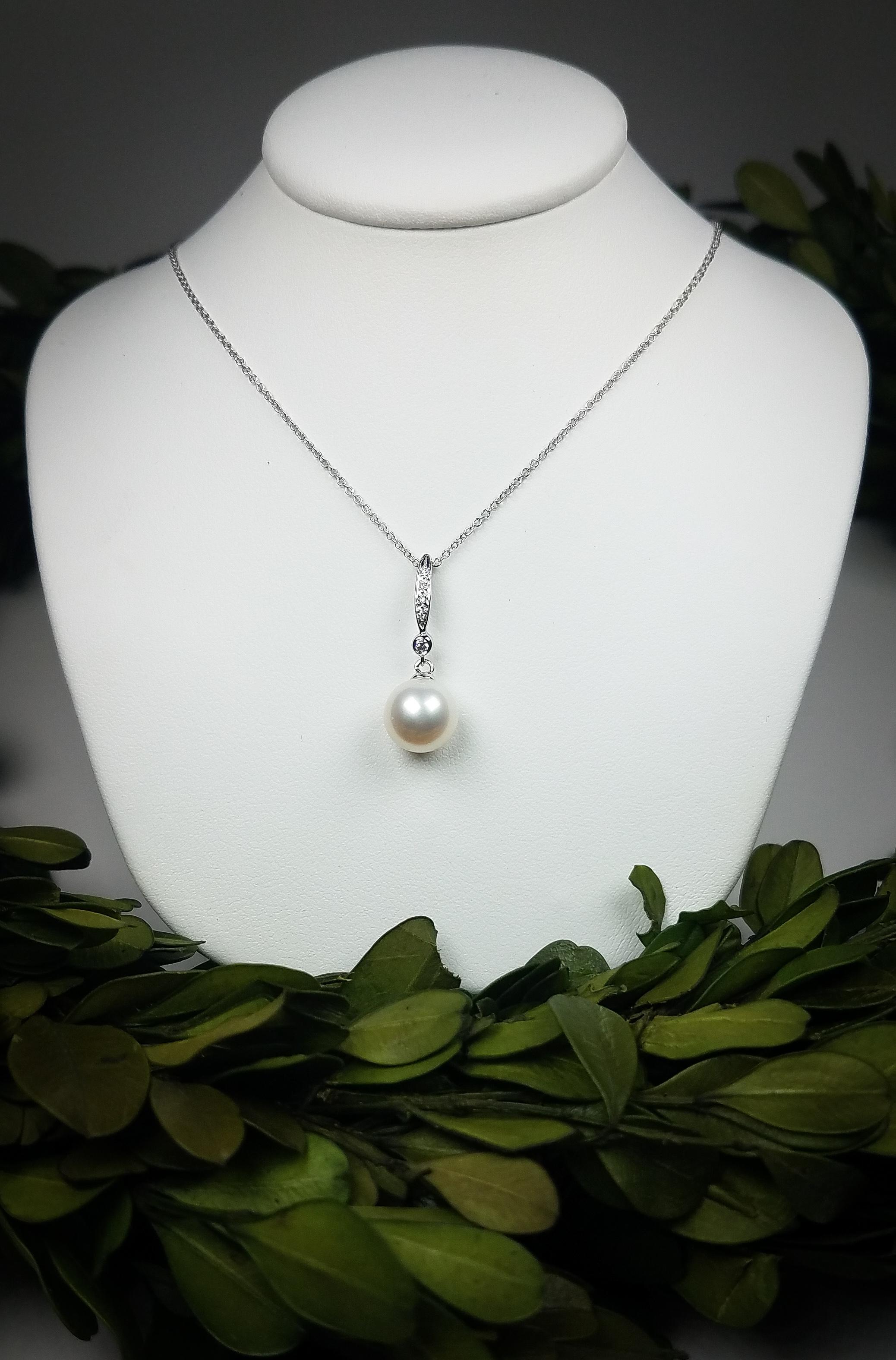 pearl_drop_pendant_redford_jewelers_holiday_2018.jpeg