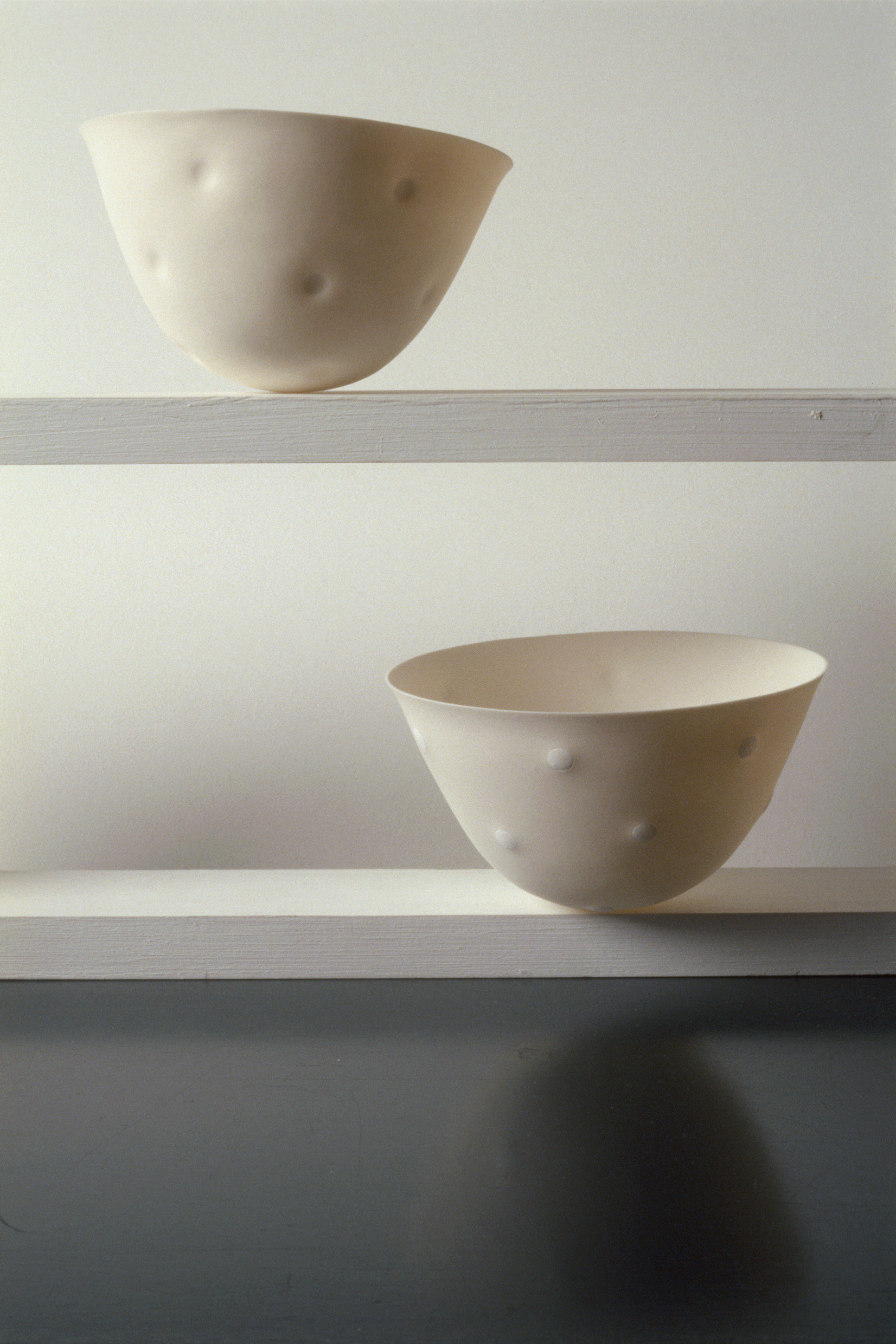 DOT  SPUN PORCELAIN VESSELS  SMALL BONE CHINA IN - OUT  PHOTO: GRAHAM MURRELL