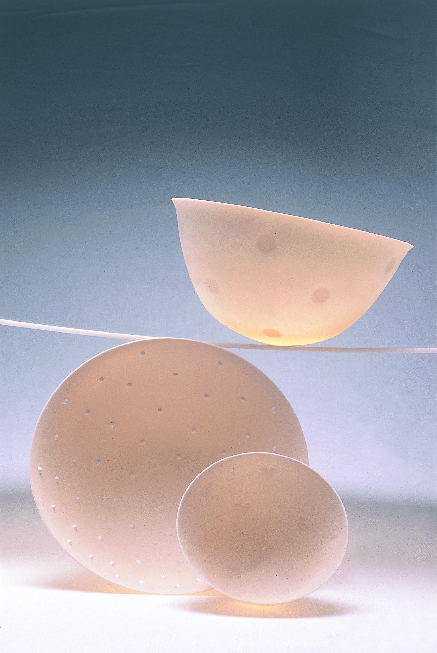 DISC-PINHEAD-HEART  SPUN PORCELAIN VESSELS  BONE CHINA  PHOTO: GRAHAM MURRELL
