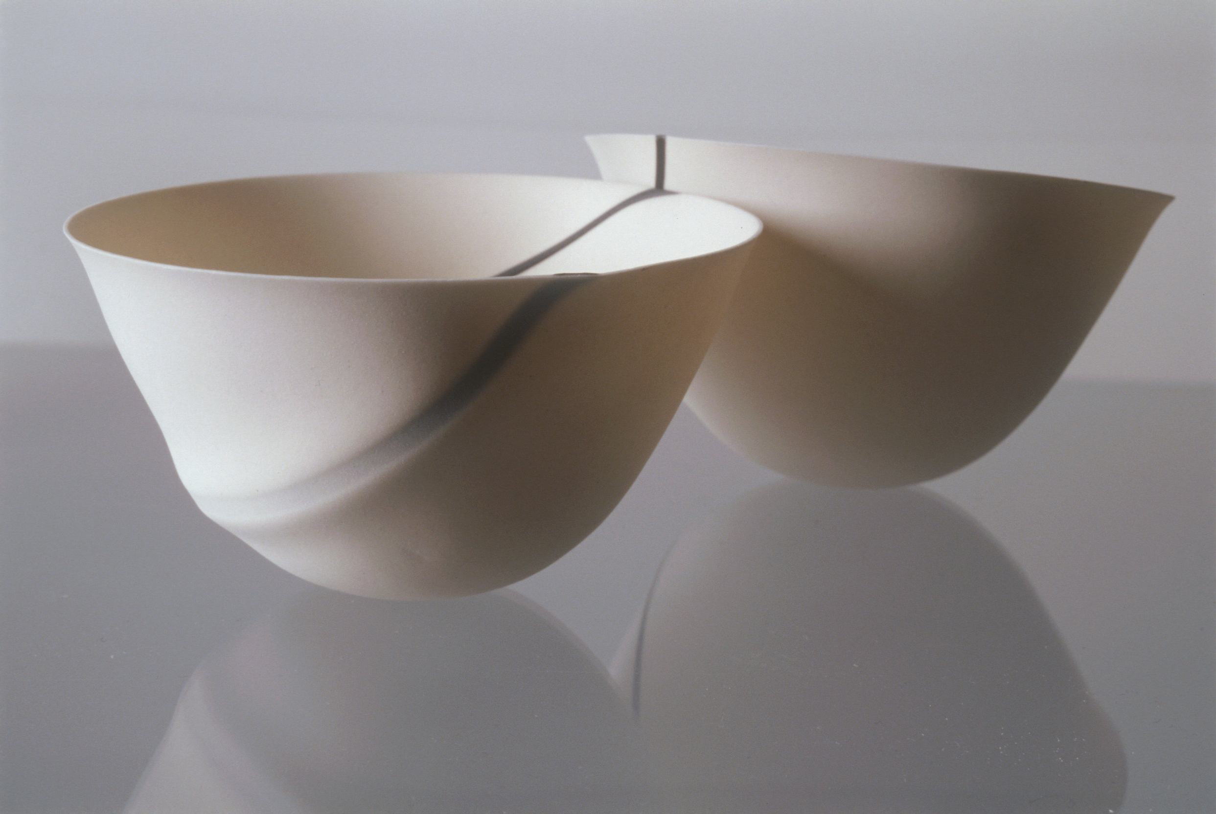 TRACE  SPUN PORCELAIN BOWLS  SMALL BLACK BONE CHINA IN-OUT  PHOTO: GRAHAM MURRELL