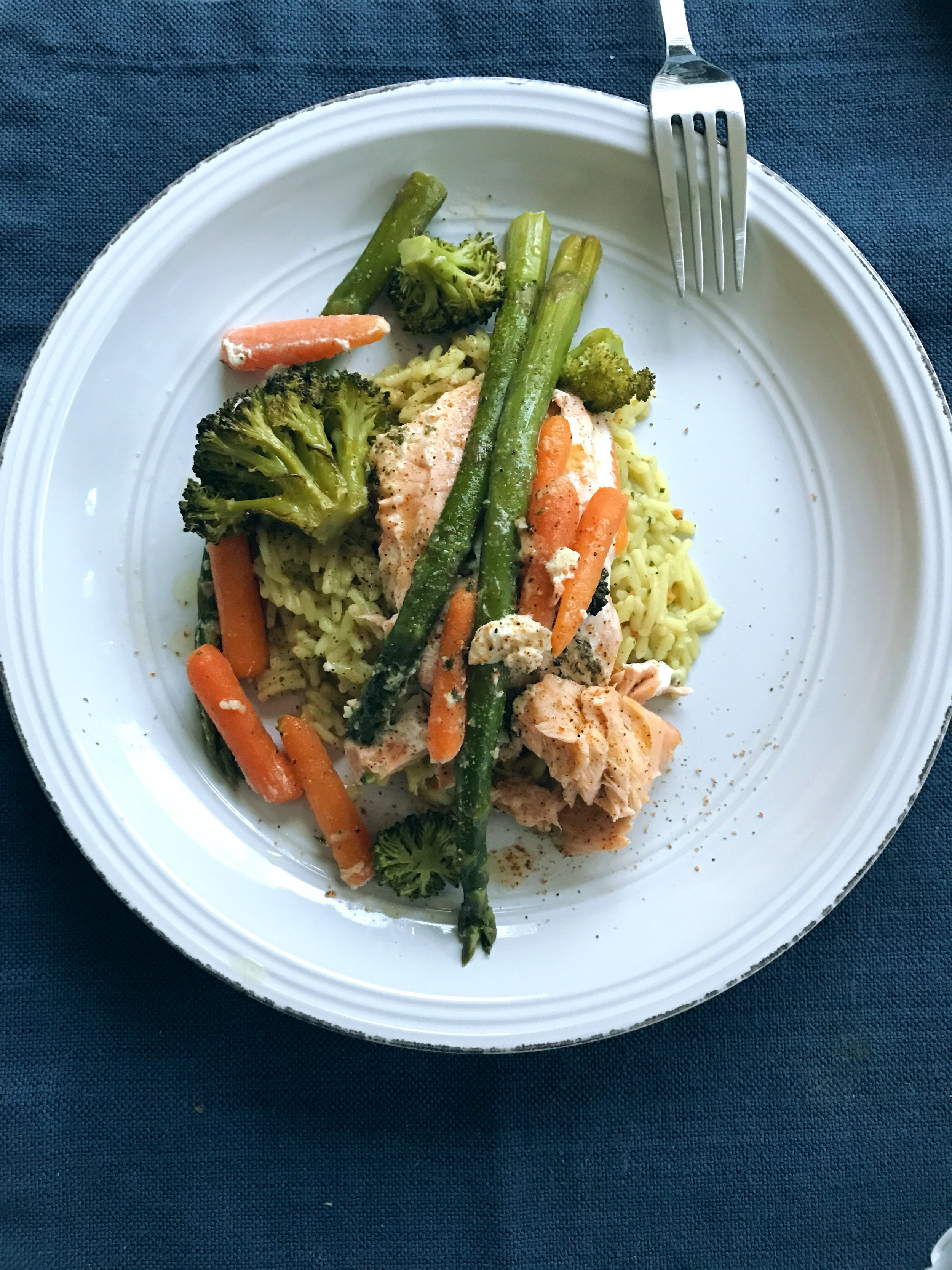 Steamed Salmon and Vegetables | hello there, love. blog - Easy Dinner Recipe.