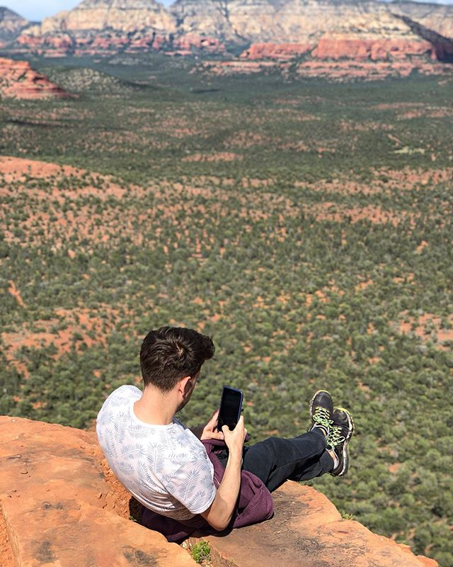 #daredevil 😳 Would you try this? • • • • • • • • • • • • • • • • • • • • • #vacation #springbreak #sedona #hiking #redrocks #sedonaarizona #arizona #hike #love #naturephotography #mountain #rocks #photography #photooftheday #photographer #photo #potd #bellrock #hike #hiker #hikearizona #hikesedona #hikes #hikers #sunset #sunsets #heights