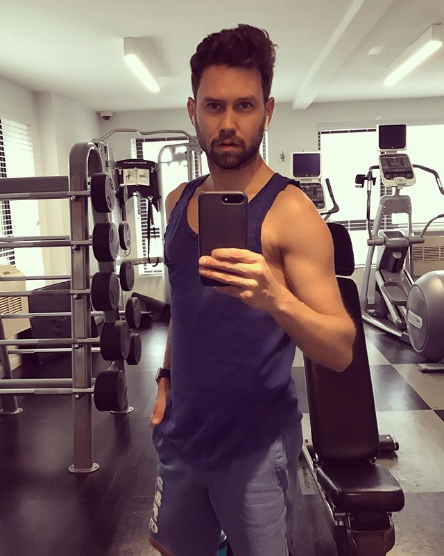 Trying to turn my @madonna arms into @chrishemsworth arms 💪🏼🏋🏻‍♂️#firstgymselfie • • • • • • • • • • • • • • • • • • #selfie #gymselfie #gym #workout #biceps #buildingmuscle #workingout #nyc #gay #gymphoto #potd #gayselfie #tuesday #gaypride #proudgay #pridemonth