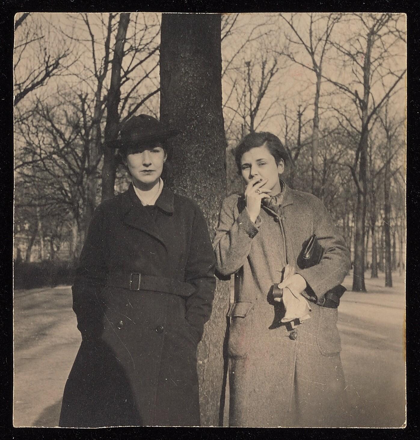 Louise Crane & Elizabeth Bishop 1937.jpg