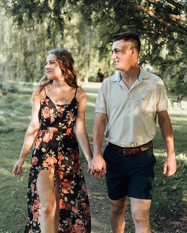 There's just something about weeping willows that are so nostalgic 😌 Matt and Savannah were the perfect lovebugs to capture in front of these gorgeous trees! So much fun. Here's a couple of favs from our engagement shoot with the lovely @mpennington6 and @savannahrae_____ on Sunday ✨❤️🍃