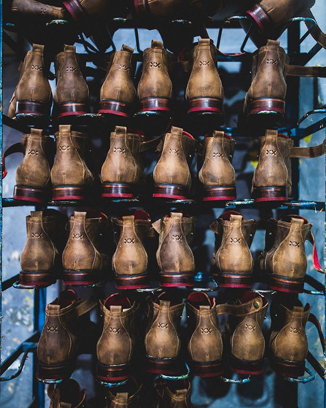 Un privilegio hacer estas fotos para @bestias_xx  BESTIAS ✖️✖️ #inspiration #privilege #pictures #shoes #products #factory #portrait #madeinchilenotinchina #chile #zapatos #work #job #lovewhatido #lovemyjob