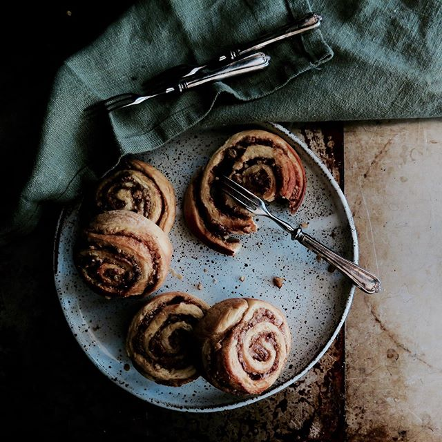 Salted Maple Butter Cinnamon Pecan Swirls. Don't really need today more apart from the fact that recipe is coming SOON. • • •  #summerdiet #carbloading #delicious #cinnamon #cinnamonrolls #maple #maplebutter #pecan #gloobyfood #f52grams #foodporn #bbcgoodfood #bonappetitmag #yum #yummy #tasty #timeoutlondon #homemade #foodphotography #foodblogger #foodblog #foodpic #foodie #eeeeeats #eaterlondon #baking #organic #cake #vegetarianrecipes #foodstyling