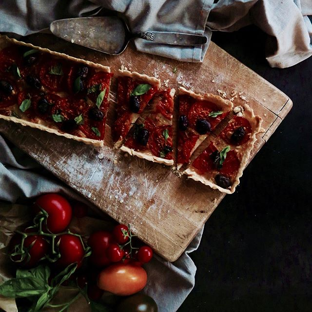 Fav food since I was 5 years old (call me precocious): tomato, basil & mozzarella crostata. It's simple, delicious & ridic quick to make + total crowd pleaser (kinda like a sophisticated pizza). #recipe on culinasophia.com • • • #crostata #pizza #mozzarella #cheese #foodblogger #foodblog #f52grams #feedfeed #foodgram #foodstagram #gloobyfood #foodie #foodporn #foodphotography #foodstyling #bbcgoodfood #bonappetitmag #eeeeeats #yum #foodpic #yummy #homemade #healthy #pastrychef #eatclean #vegetarianrecipes #partyfood
