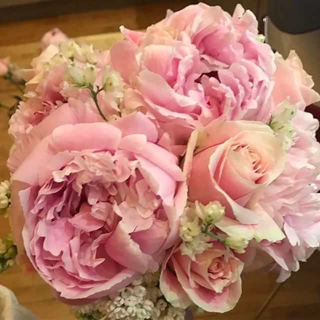 We're dreaming in pink today! Wedding season is officially here! 🥂 . . . . . #lizbickleystudios #flowers #events #eventplanning  #colors #pinkflowers #peonies #pink #roses #newyork #inspiration #partyplanning #eventplanners #nycevents #spring #springbloom #weddings #nycweddings