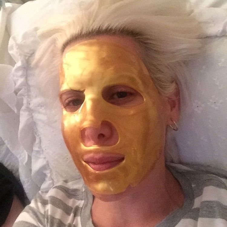 When you're beyond exhausted, a 24-karat #gold #mask is in order. @adoreorganicusa #skincare #indulgent #antiaging #imtoosexy