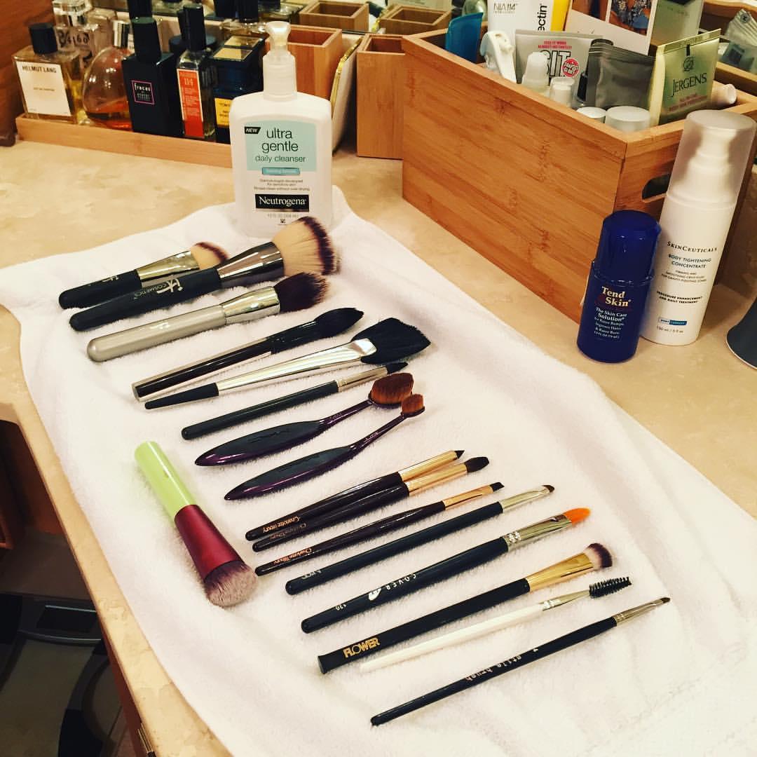 Wild #Saturday night. #makeup #brushes #clean #mua @itcosmetics @sephora @maccosmetics @ctilburymakeup @coverfx @flowerbeauty @pixibeauty @kevynaucoin