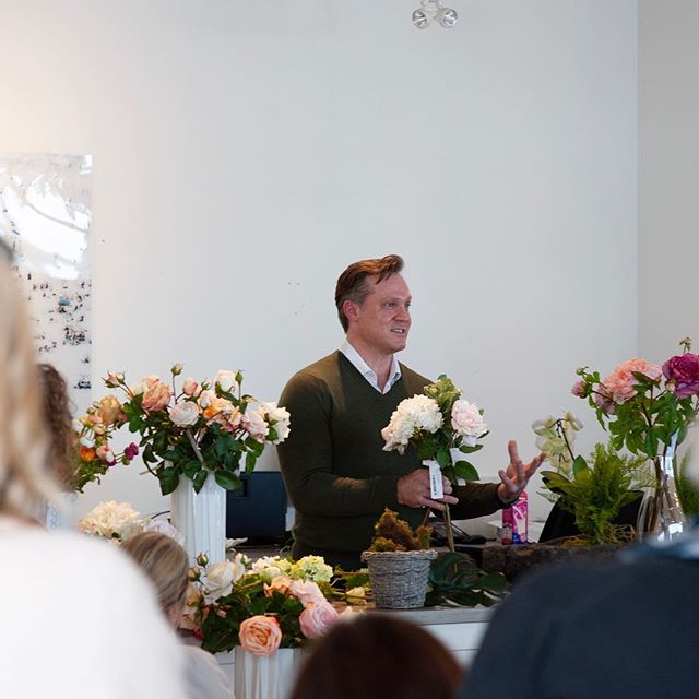 Such a great morning spent with Thomas Mueller learning about bespoke everlasting florals!! Visit our flower market to experience some much needed spring beauty😊 . . . #springforward #floralexplosion #bespokeflowers #designinspiration #oakvilledesigndestination #torontointeriordesign #oakvilleinteriordesign #cocoonathome #refreshyourhome #floralworkshop #everlastingflowers #staging #beautifulbotanicals
