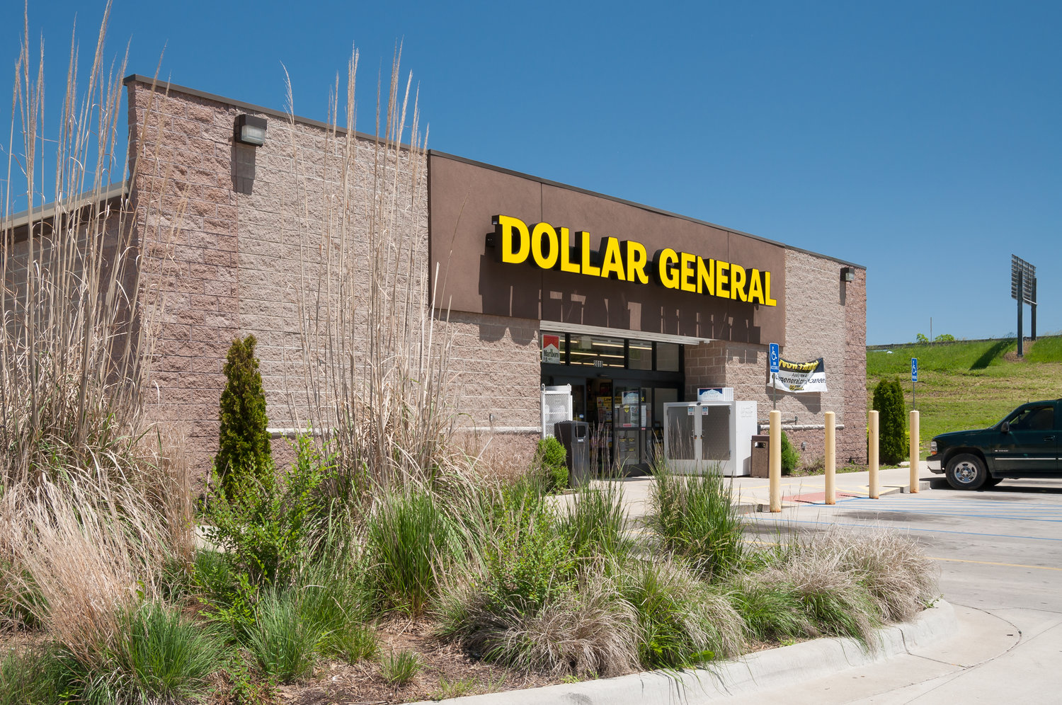 when does dollar general close